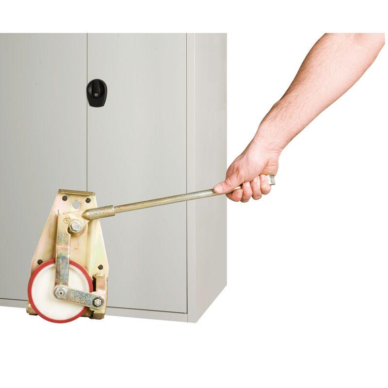 Unicraft HR - podczas pracy przy unoszeniu szafy