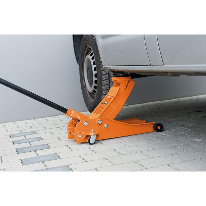 Unicraft SRWH - praca przy podnoszeniu pojazdu